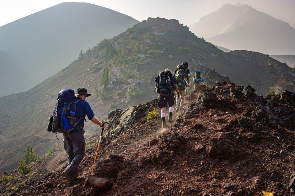 hiking niche example - affiliate marketing